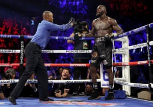 Referee Kenny Bayless gives Wilder a standing count. There's blood pouring from his ear.