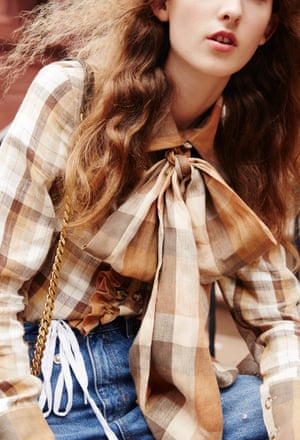 Long sleeve checked blouse with bow, various shades of brown, Kelsey Randall, blue jeans, Sandro Paris, Bag with gold chain YSL