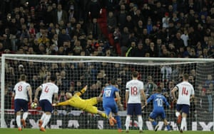 Insigne equalises from the penalty spot to make it 1-1.