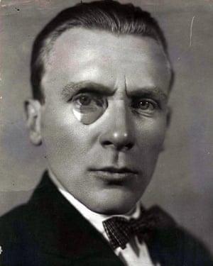 Portrait of the author Mikhail Bulgakov (1891-1940). Artist: AnonymousPortrait of the author Mikhail Bulgakov (1891-1940). (Photo by Fine Art Images/Heritage Images/Getty Images)