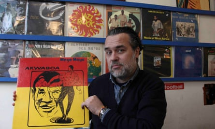 Manu with vinyl record by Akwaboa