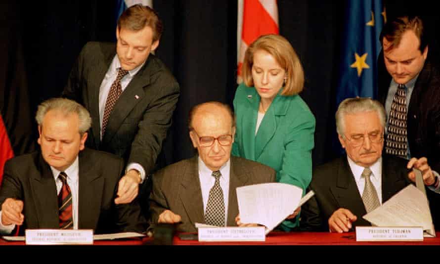 Milošević, Izetbegović and Tudjman sign the Dayton agreement