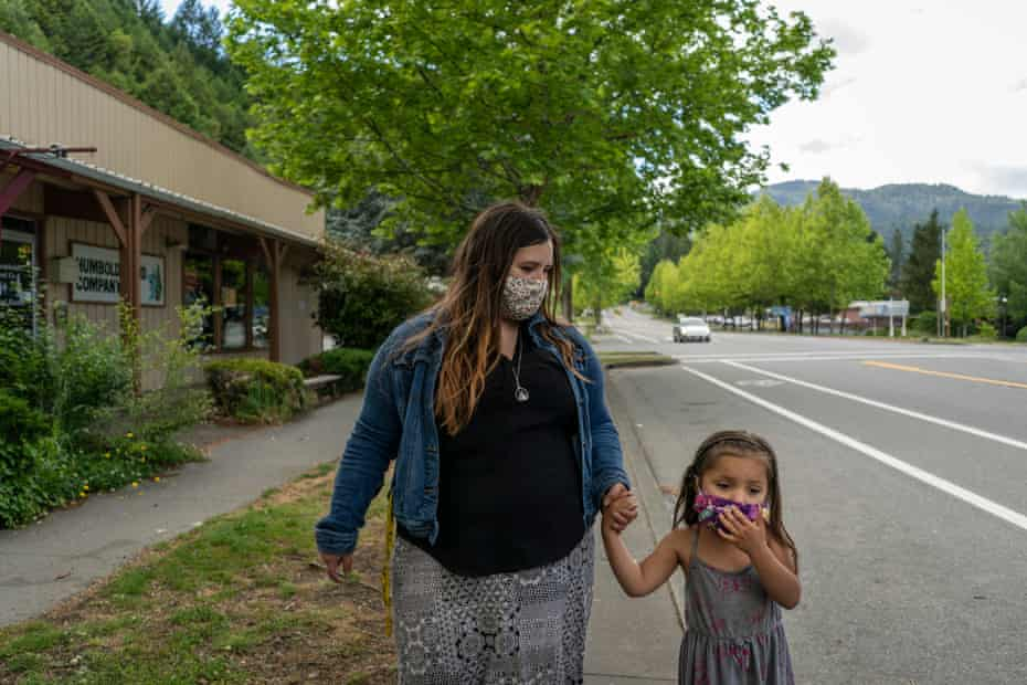 Denia walks to get lunch in town with her daughter Evelyn in Hoopa, California.