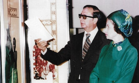 Fred Lightfoot demonstrating an exhibit to the Queen