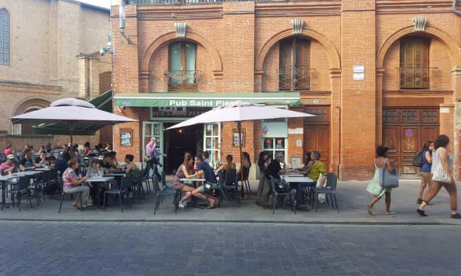 Sreet life … a bar in Toulouse, France