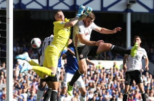 Everton goalkeeper Jordan Pickford was partially at fault for both goals. On the first occasion, his failure to clear the ball led to Everton's Yerry Mina scoring an own goal.