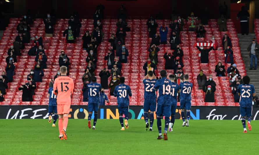 Arsenal players salute the fans on their return to the stadium before the Europa League game against Rapid Vienna.