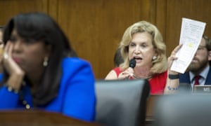 House Financial Services Committee member Rep. Carolyn Maloney asks Wells Fargo CEO John Stumpf why he sold shares in 2013, after learning of mis-selling scandal