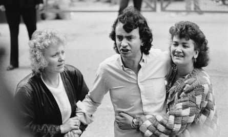 Gerry Conlon leaving the Old Bailey with his sisters after the sentences in the Guildford Four case were quashed on 19 October 1989.
