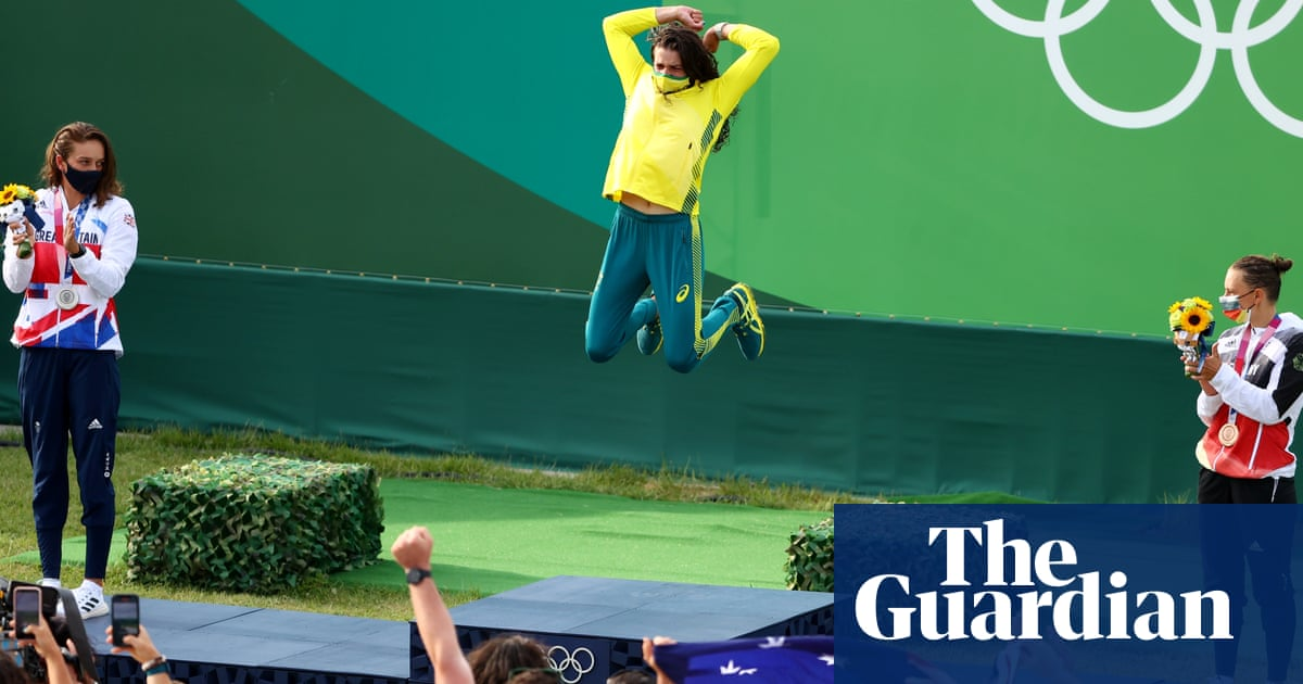 'Podiuming': it may look wrong, but it is a word