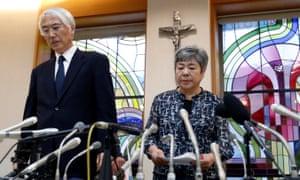 Tetsuro Saito, head of Caritas Gakuen school group, left, and Teiko Naito, head of Caritas Gakuen elementary, at a news conference on Tuesday.