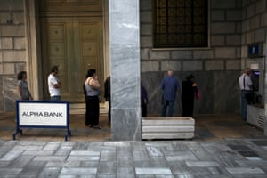 People line up at an ATM outside an Alpha Bank branch in Athens, Greece July 16, 2015. Greece awoke with a political hangover on Thursday after parliament approved a stringent bailout programme, thanks to the votes of the pro-European opposition, amid the worst protest violence this year. REUTERS/Yiannis Kourtoglou