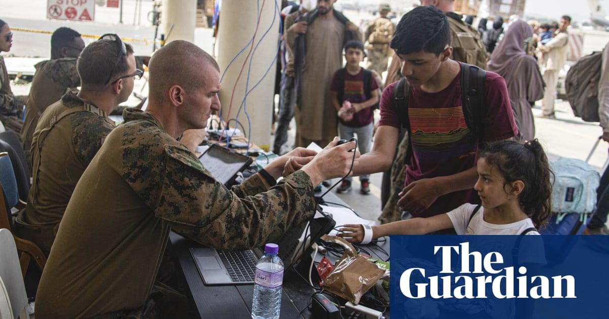 US warns of fresh threats at Kabul airport as evacuations enter final phase