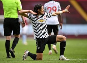 Cavani wraps it up for Man United.
