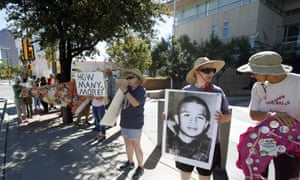 Supporters from a number of humanitarian groups gather at a vigil for border shooting victim José Antonio Elena Rodríguez in front of the federal courthouse in Tucson, Arizona on 9 October 2015.