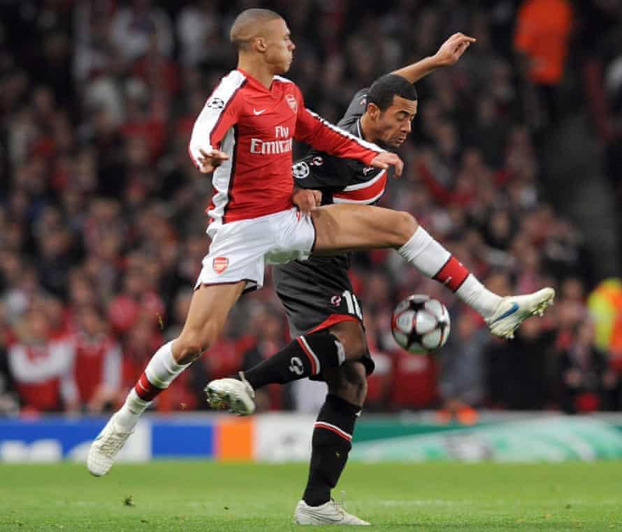 AZ's Mousa Dembélé battles with Arsenal's Kieran Gibbs during a Champions League game in November 2009.