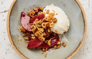 Quince cheesecake with amaretti and hazelnut crumble