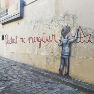 The Paris motto again adorns the wall, at Ménilmontant square in the 20th arrondissement.
