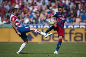 Neymar duels for the ball with Granada's David Lombam.