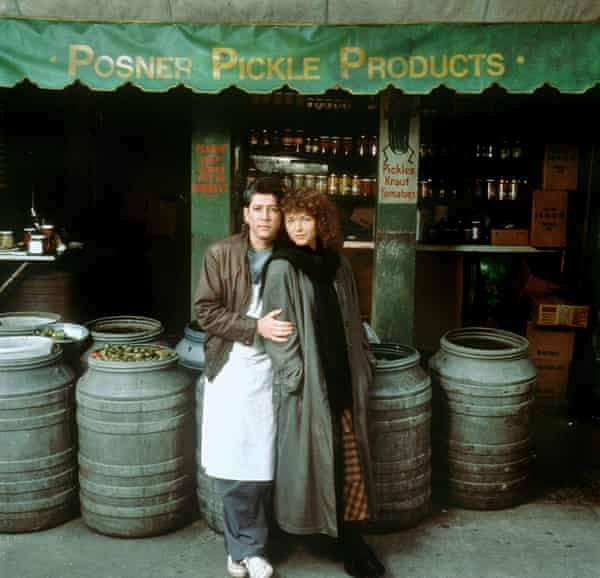 Peter Riegert and Amy Irving in Crossing Delancey.