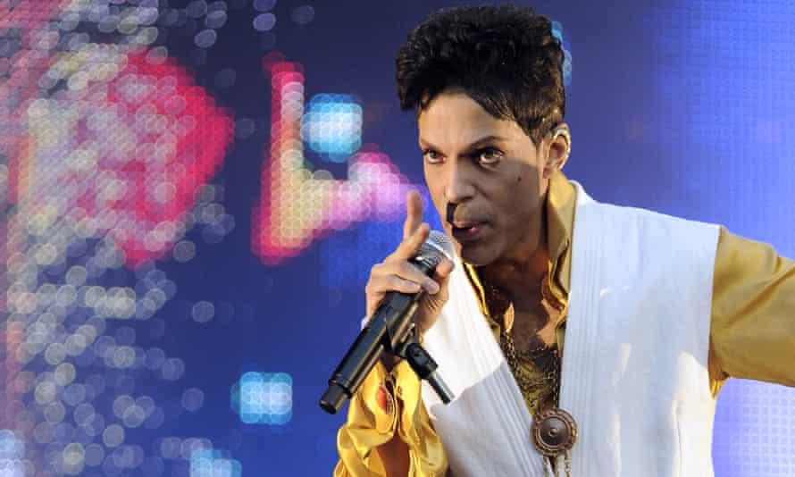 Prince performing in Paris in May 2015