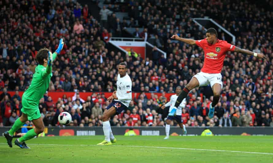 Marcus Rashford scores in Manchester United's 1-1 draw with Liverpool