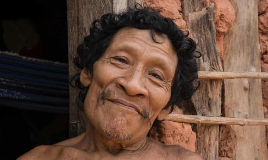 Karapiru campaigned for the eviction of illegal loggers and ranchers from the Awá territories.