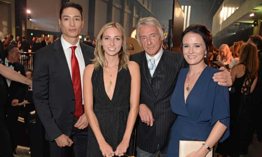 Weller with his wife, Hannah Andrews, and children Natt and Dylan, 2018.