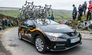 The Wiggle-High5 team car makes its way through the convoy.