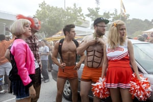 Neighbors 2: Sorority Rising criticises the fraternity from the inside out.