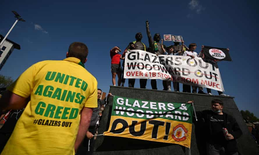 Supporters protest against Manchester United's owners
