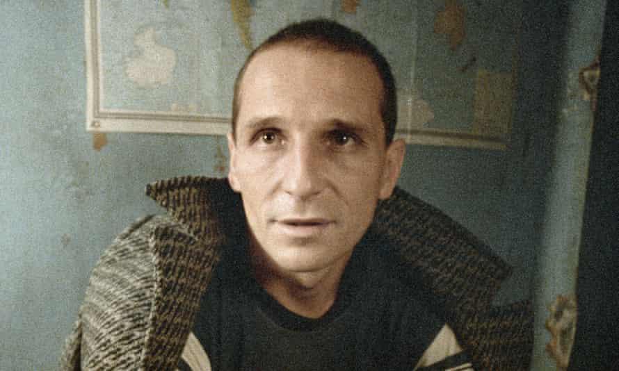 Zvuki Mu frontman Pyotr Mamonov in the film Taxi Blues.