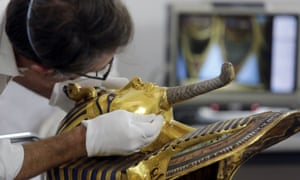 Christian Eckmann works on restoring the mask of King Tutankhamun.