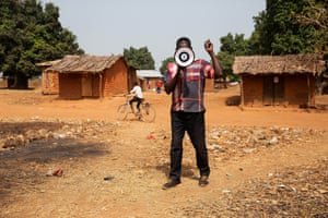 Jacob Kema is a Community Health Mobiliser for Bera. He wakes up early and goes out in the rural areas to announce the time and place of the measles vaccination