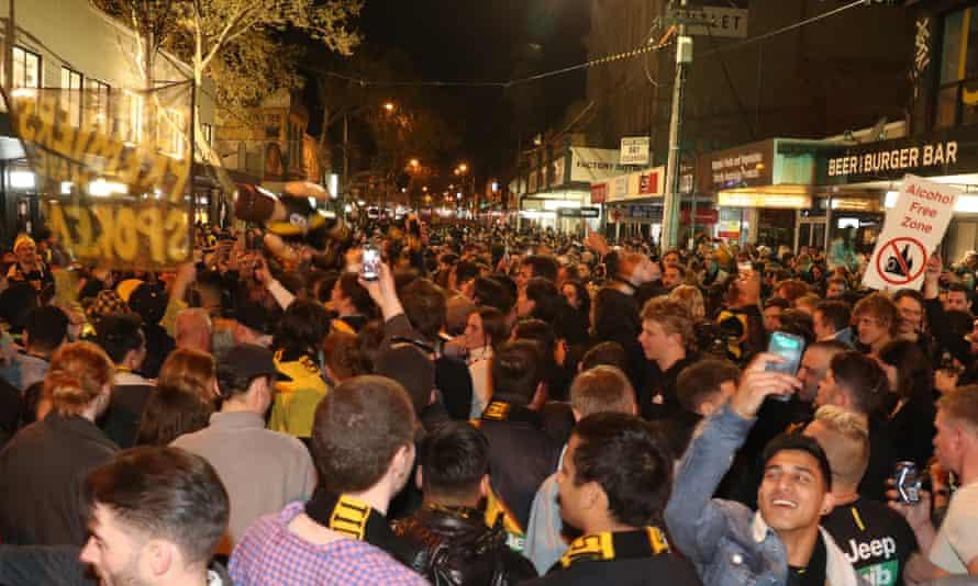 Richmond fans on Swan Street