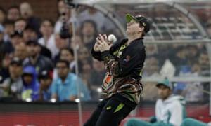 Smith drops a catch from Kohli