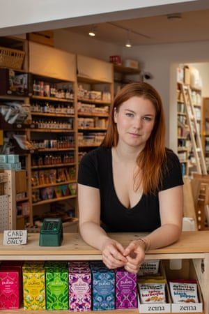 KARA CHAMBERLAIN Writer, producer and actor - now: health food shop assistant.