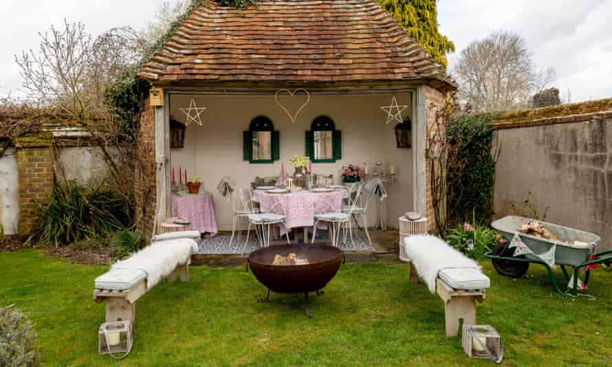 Rugs, trestles – and a roof, in this garden.