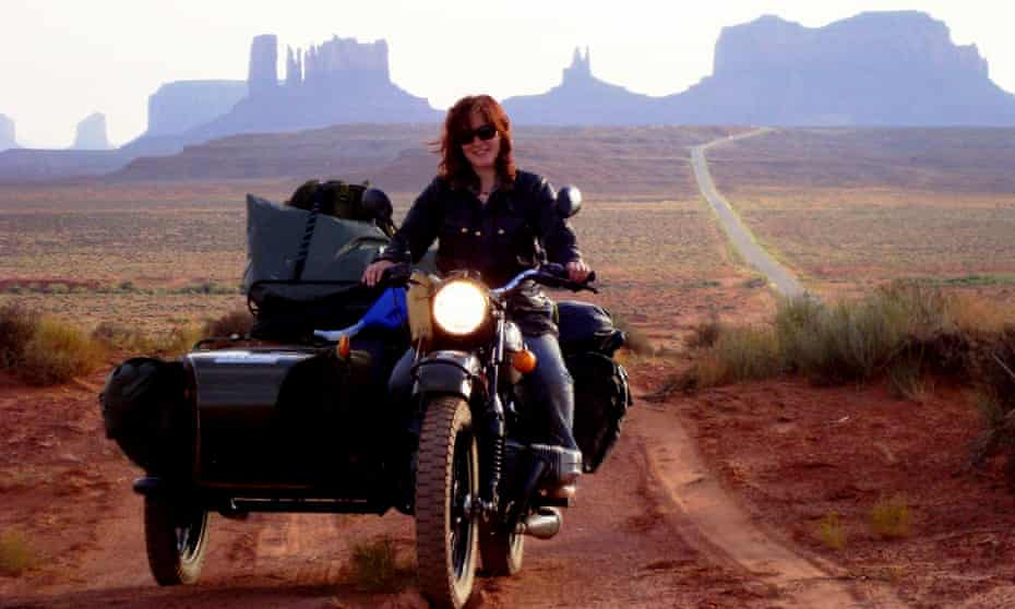 Lois Pryce in Monument Valley, US.