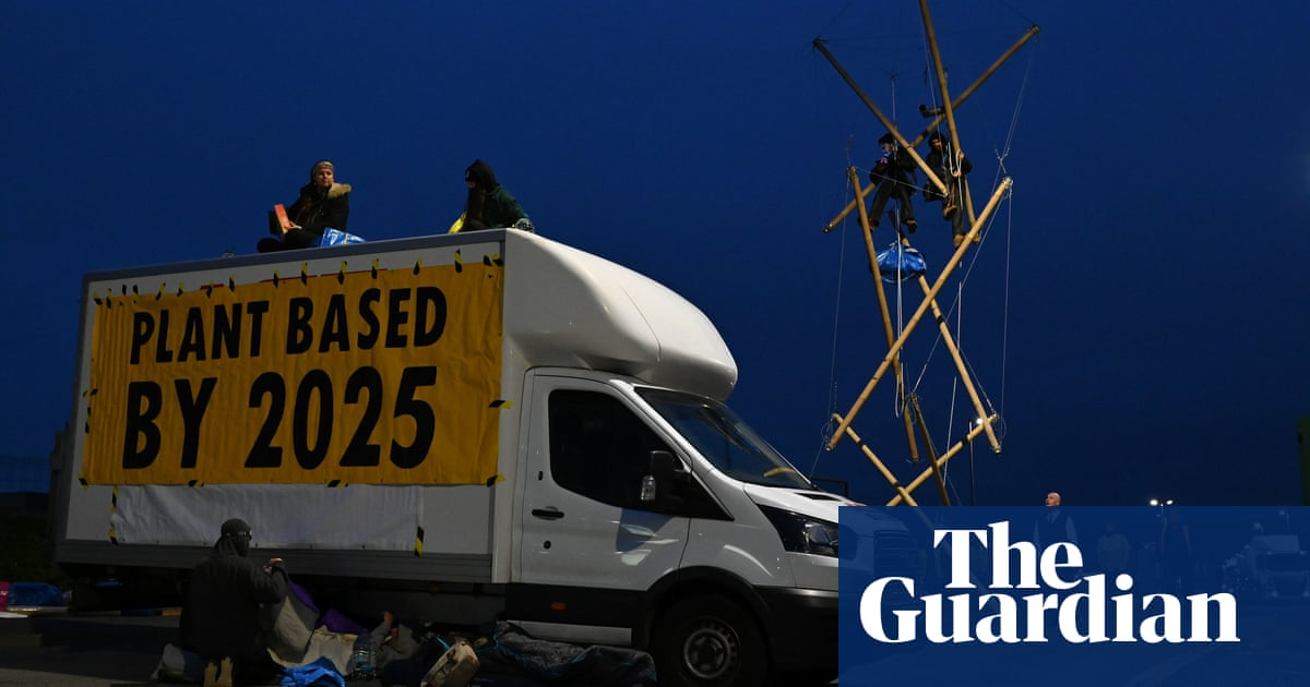 Vegan activists block dairy distribution centre in Buckinghamshire