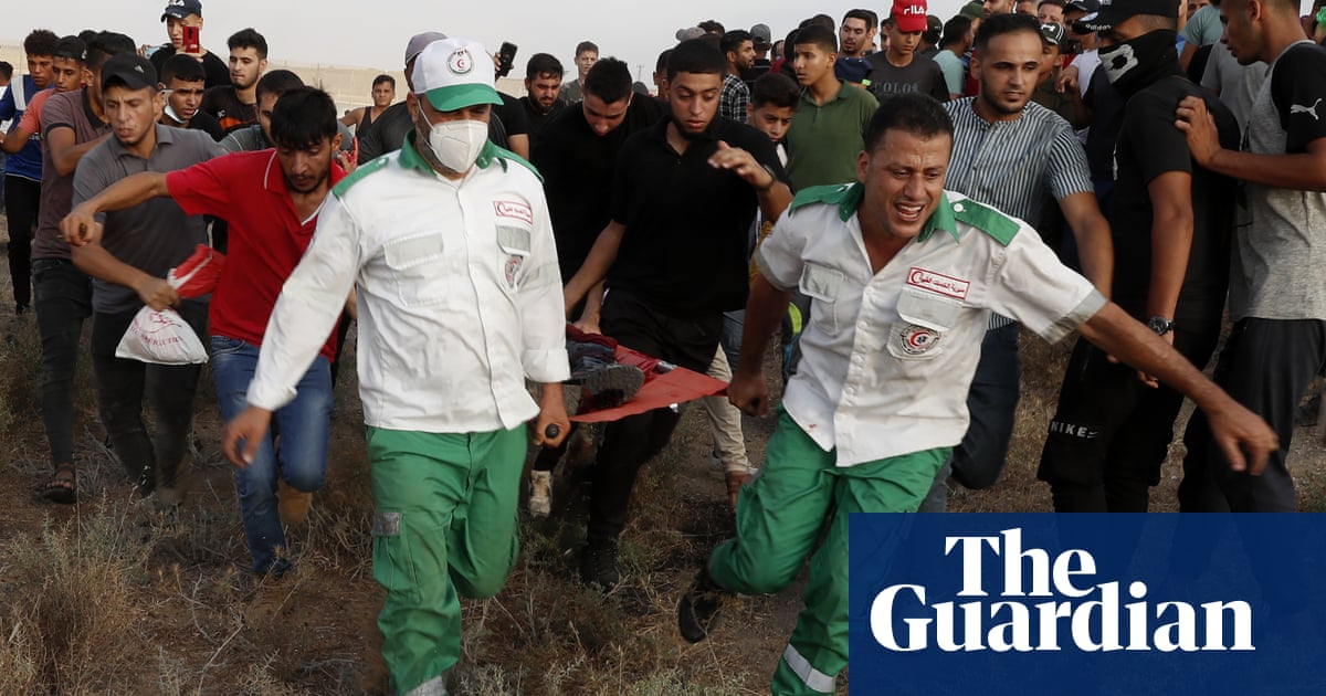 Palestinian boy shot by Israeli soldiers during clashes on Gaza border dies