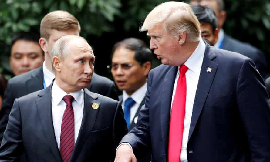 US president Donald Trump and Russian president Vladimir Putin in Vietnam on 11 November 2017.