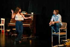 Esther Hannaford and Sean Keenan in Così