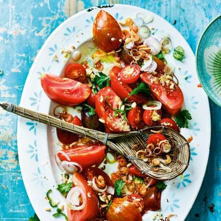 Khayan jin thee thoke – tomato and crunchy peanut salad.
