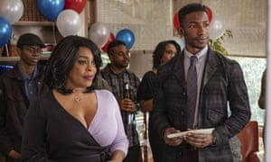 Niecy Nash and Mamoudou Athie in Uncorked.