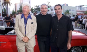 Seymour Cassel, left, with Burt Reynolds, centre, and Dan Hedaya at the premiere of the 2000 film The Crew.