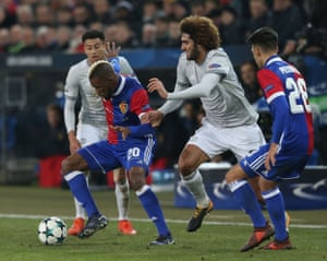 Marouane Fellaini of Manchester United in action with Geoffroy Serey Die of FC Basel.