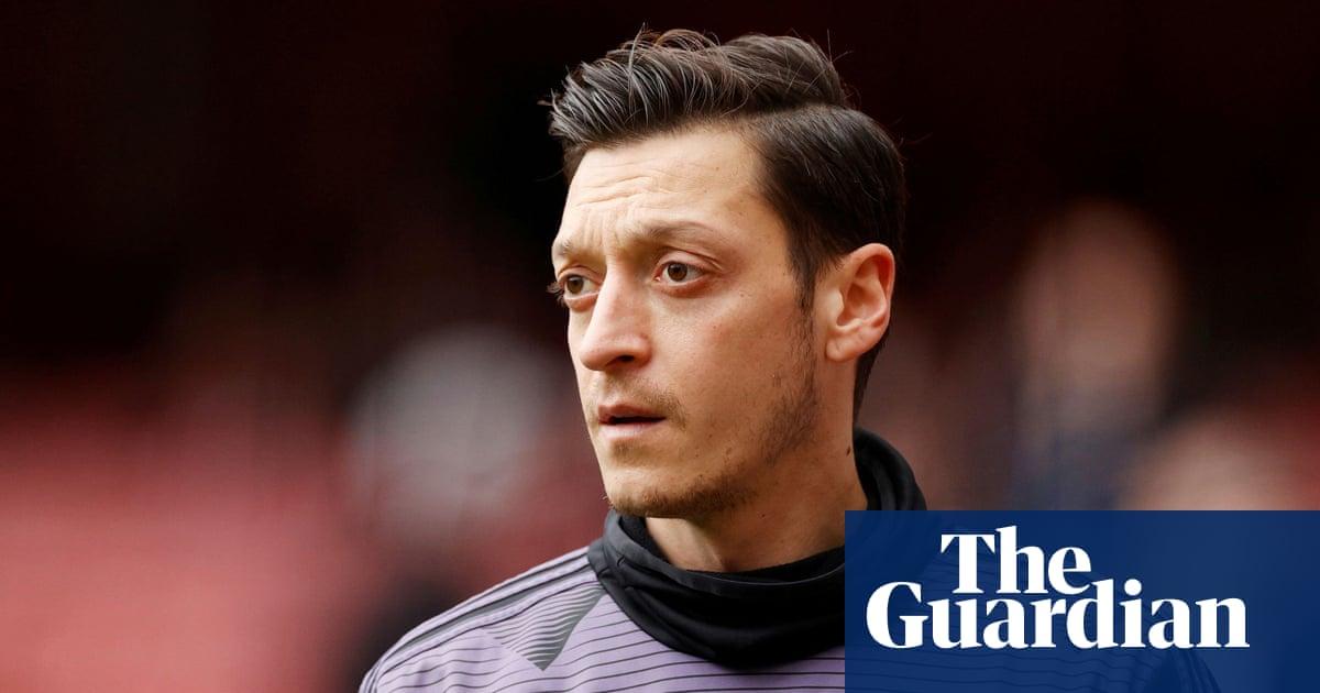 Mesut Özil in talks to join Fenerbahce on loan from Arsenal