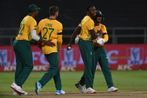 Kagiso Rabada celebrates with teammates after taking the catch to dismiss Dawid Malan.