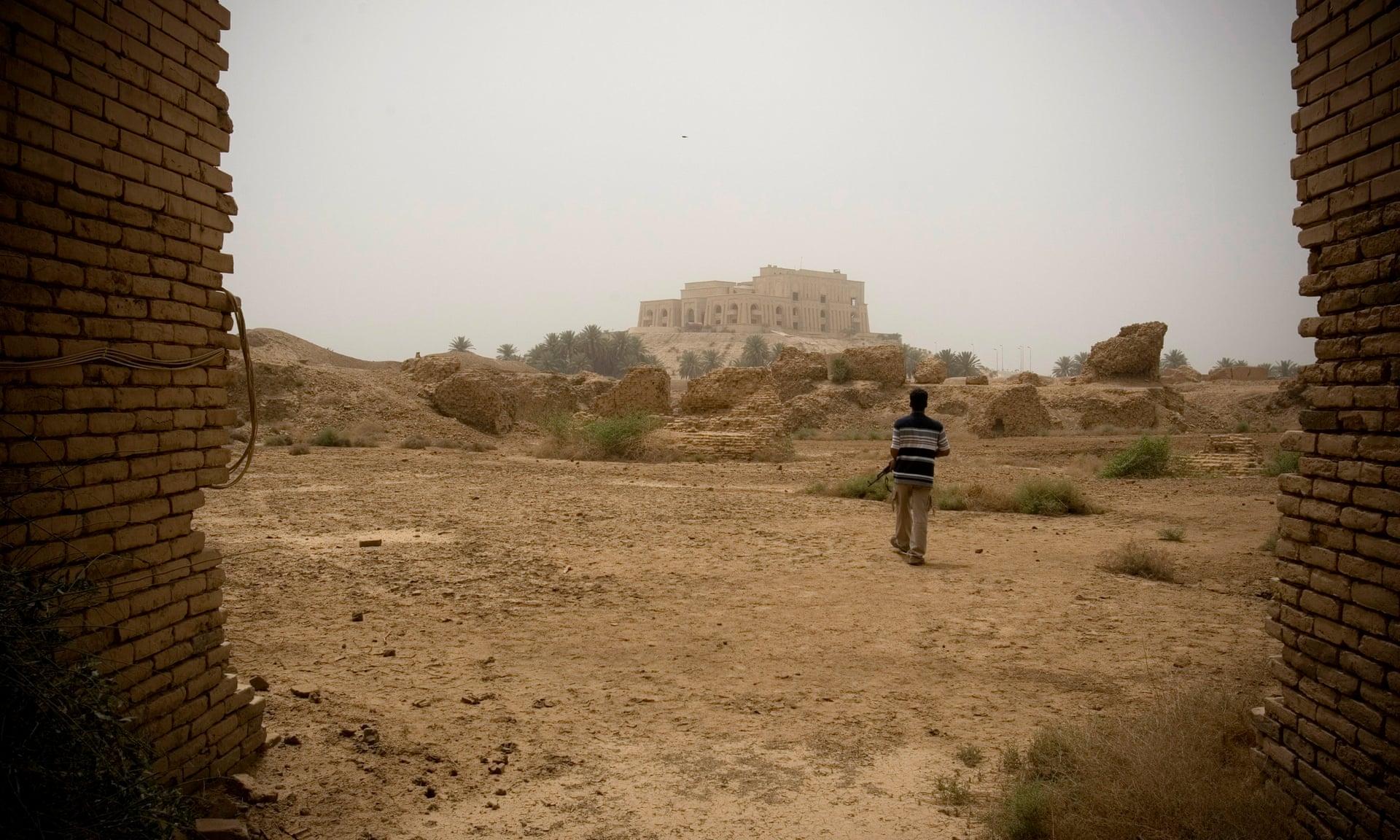 تم إعادة تشييد مدينة بابل التاريخية في عهد الرئيس العراقي الأسبق صدام حسين